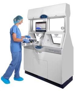 Die ADVANTAGE PLUS PT Aufbereitungssystem bietet eine schnelle Endoskopaufbereitung in 2 asynchronen Waschkammern, berührungslose Bedienung und reduziertes Handling von Endoskopen. Dank Durchreiche-Technologie, NoTouch Konzept, schonender Peressigsäure und effizienten Prozessen stellt es höchste Standards in der Infektionsprävention und -kontrolle in Krankenhäsuern und bietet Schutz und Sicherheit für Patienten und Anwender.